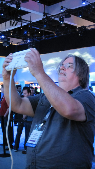 Matt Groening en el E3 jugando a la WiiU